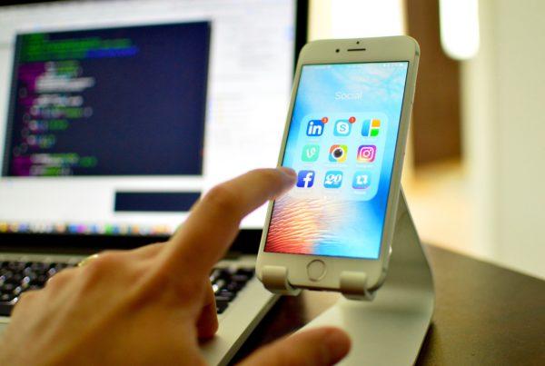 Les réseaux sociaux pendant le confinement on subit une forte hausse d'utilisation.